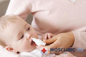 Советы, как лечить простуду у маленького ребенка.