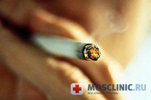 Курильщик иначе ведет себя в обществе