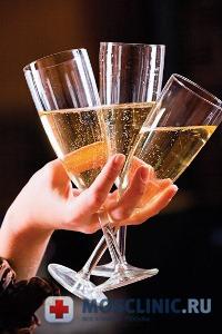 Алкоголь может вызвать рак груди у женщины